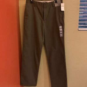 Dockers Easy Khaki Flat Front Straight Fit D2